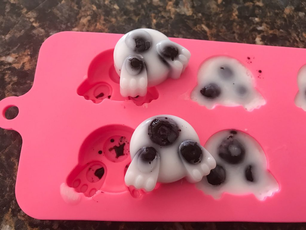 Frozen Blueberry and Coconut Oil Dog Treats